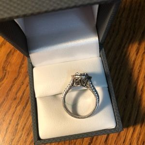 Woman's size 5 silver ring